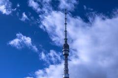 A peça superior da tevê da torre de Ostankino e da transmissão de rádio again fotos de stock royalty free