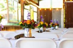 Peças centrais florais do copo de água Imagens de Stock