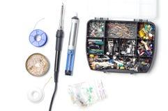 Peças, componentes e ferramentas da eletrônica para soldar foto de stock royalty free