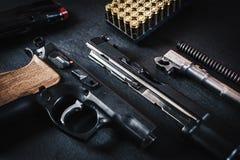 Peças da arma na tabela Imagem de Stock
