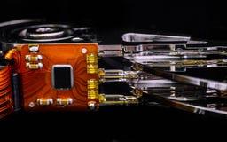Peças eletrônicas e placas do interior da movimentação de disco rígido Reparo da eletrônica do computador fotografia de stock royalty free