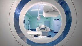 Peças moventes de um varredor do tomografia Os painéis de um dispositivo médico novo movem-se, ao trabalhar vídeos de arquivo