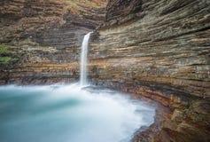 Peñasco de la cascada Fotos de archivo libres de regalías
