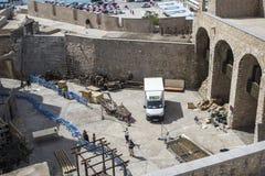 Peñiscola, Spanien 23. September 2015: Vorbereitungen auf den Schmierfilmbildungssatz Spiels HBOS der Throne würzen sechs Stockfotos