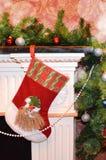 Peúga em uma chaminé do Natal fotografia de stock royalty free
