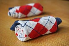 Peúgas coloridas do algodão com teste padrão romboide Fotografia de Stock