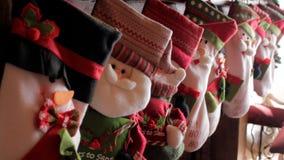 Peúgas do Natal na chaminé imagens de stock