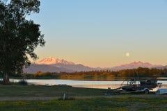 Pełna Błękitna księżyc nad Mt Piekarz i Trzy siostry Halnych Obrazy Royalty Free