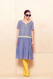 Pełna ciała schudnięcia kobieta w błękitnych sundress Fotografia Stock