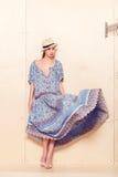 Pełna ciała schudnięcia kobieta w błękitnych sundress Obraz Royalty Free