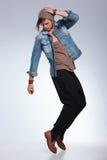 Pełna długość przypadkowy mężczyzna równoważenie na palec u nogi Fotografia Royalty Free