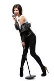 Pełna długość rockowy piosenkarz z mic Zdjęcie Royalty Free
