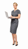 Pełna długość Szczęśliwy bizneswoman Używa laptop Zdjęcia Stock