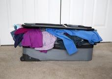 Pełna walizka obrazy stock