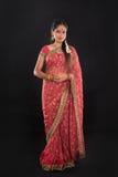 Pełnego ciała tradycyjna Indiańska dziewczyna w sari Zdjęcie Stock