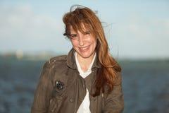 pełnoletnia atrakcyjna środkowa kobieta Fotografia Royalty Free