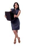 Pełny ciało portret biznesowa kobieta w sukni zaskakiwał spojrzenie z portfolio, teczka, odizolowywająca na bielu zdjęcie stock