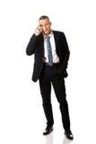 Pełny długość biznesmen gestykuluje głuptaka znaka Zdjęcie Stock