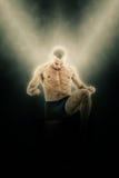 Pełny długość portret boksera wojownik w kopnięcie ruchu Fotografia Royalty Free