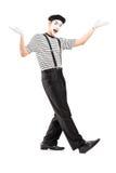 Pełny długość portret męski mima tancerz gestykuluje z rękami Obrazy Stock
