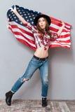 Pełny długość portret patriotyczna dziewczyny mienia usa flaga Fotografia Royalty Free