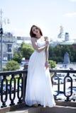 Pełny długość portret piękna wzorcowa kobieta z długim nogi wea Fotografia Royalty Free