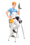 Pełny długość portret repairman z ręki wiertniczą maszyną Fotografia Stock