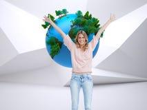 Pełny długość strzał uśmiechnięta kobieta z ona ręki podnosić up Fotografia Stock