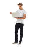 Pełny długości studio Strzelający nastoletni chłopak Używa laptop obrazy royalty free