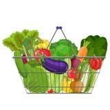 Pełny kosz z różnym zdrowym jedzeniem Obrazy Stock