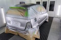 Pełny obraz srebny samochód z tyłu hatchback, niektóre p zdjęcie royalty free
