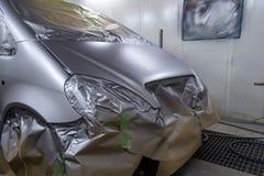 Pełny obraz srebny samochód z tyłu hatchback, niektóre p zdjęcie stock