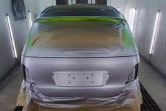 Pełny obraz srebny samochód z tyłu hatchback, niektóre p obraz royalty free