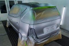 Pełny obraz srebny samochód z tyłu hatchback, niektóre p obraz stock