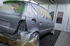 Pełny obraz srebny samochód z tyłu hatchback, niektóre p zdjęcia royalty free