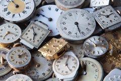 Pełny rama strzał Stare zegarek twarze Ilustrować pojęcie czas zdjęcia royalty free