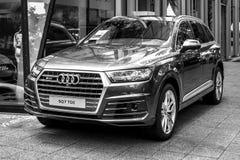 Pełnych rozmiarów luksusowy skrzyżowanie SUV Audi SQ7 TDI, produkujący od 2016 czarny white Zdjęcie Royalty Free