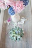 Peônia e jacinto cor-de-rosa Fotografia de Stock