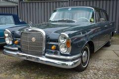 Pełnych rozmiarów luksusowy samochodowy Mercedes-Benz 230S, 1966 (W111) Zdjęcia Royalty Free