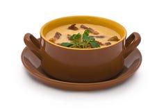 Pea Cream Soup mit gegrilltem Speck Stockfoto