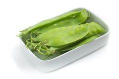 Pea Pod Torta verde em uma bacia fotografia de stock royalty free
