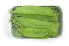 Pea Pod Torta verde em uma bacia fotos de stock royalty free