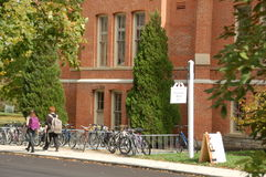 Peabody Hall Bikes Miami University, precedentemente istituto universitario occidentale per le donne Fotografie Stock
