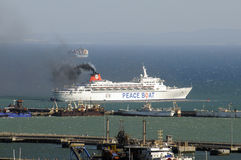Free Peace Boat Departing Cape Town S Africa Royalty Free Stock Photography - 52022247