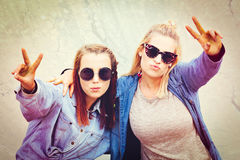 Peace Sign Girls. Two pretty girls friends doing peace sign Royalty Free Stock Image