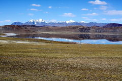 Peaceful lake in tibet Royalty Free Stock Photography