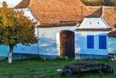 Peacefull hus i den Viscri byn Fotografering för Bildbyråer