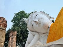 Peacefully expression of holy reclining Buddha sculpture Wat Khun Inthapramun Stock Photography