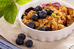 Peach and blueberry summer crumble Royalty Free Stock Photography