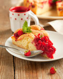 Peach and raspberry cake Stock Photography